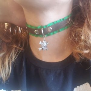 Green and brown leather choker